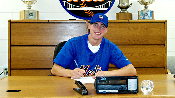 Photo: Brandon Nimmo Signs His New $2.1 Million Deal