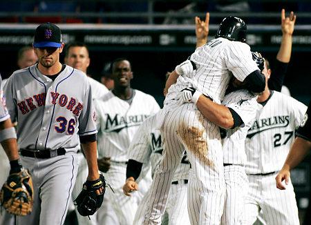 Marlins celebrate over Mets (BOOOO!)