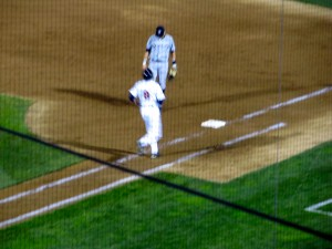 Nimmo jogs to first after a walk (Photo by Jim Mancari)