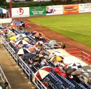 A little rain couldn't deter the B-Mets faithful from watching their team win on Thursday night