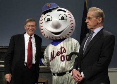 SAY CHEESE: Looks like Fred and Bud are holding Mr. Met and the rest of the franchise hostage. (Photo by Newsday)