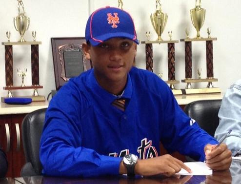 Mets Officially Sign Dominican Outfielder Ricardo Cespedes