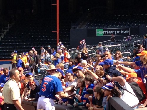 Wright signing autographs. Photo By Clayton Collier