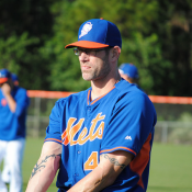 Mets Re-Sign Farnsworth To Minor League Deal