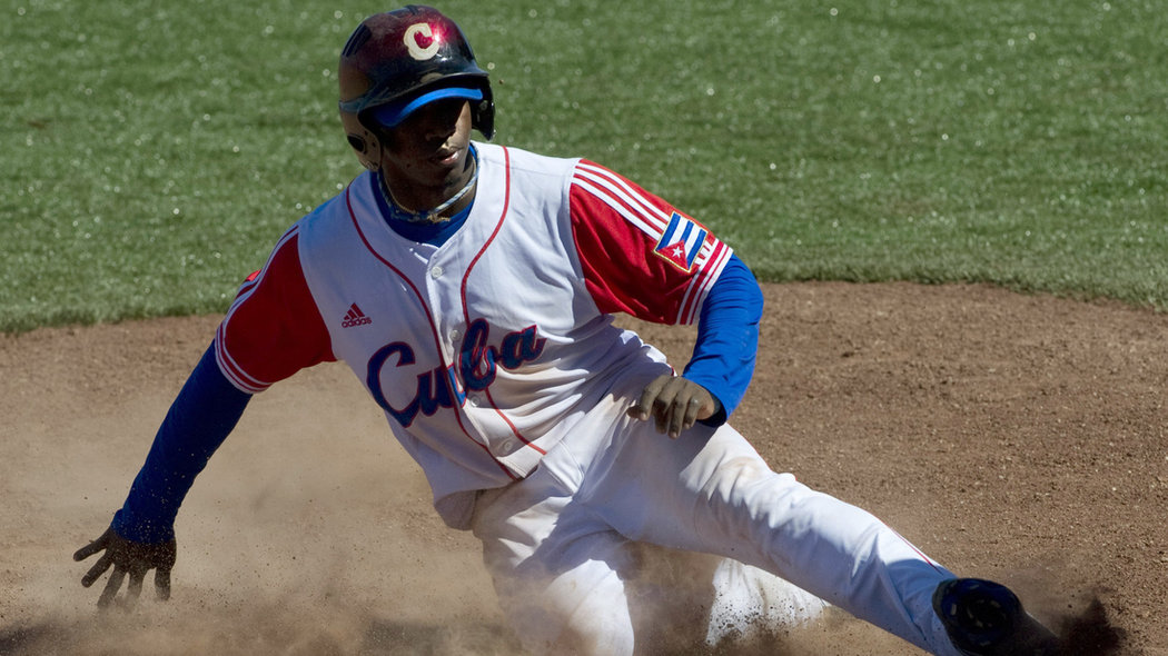 Cuban Rusney Castillo arrives safely in