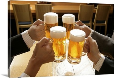 making-a-toast-with-beer,1046381