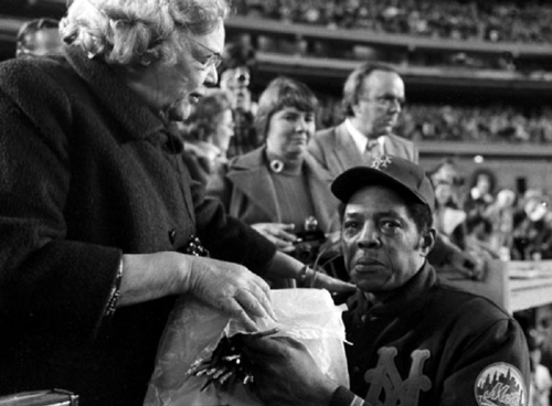 The First Lady of Shea has roses for a tearful Willie Mays during his farewell.