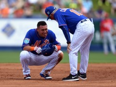 Asdrubal Cabrera To Miss At Least Two Weeks With Strained Patella Tendon