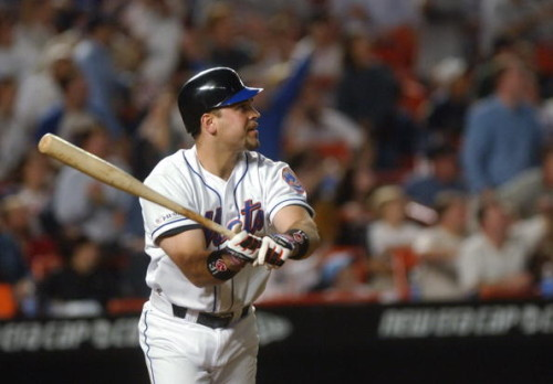 Mets' Mike Piazza hits 8th inning homerun to lead Mets past