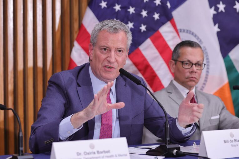De Blasio urges New Yorkers to stay home for holidays